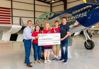 Eddie Garcia, EVP of Store Growth for Southeastern Grocers; Chloe, Leanne and Wyatt McCain, Folds of Honor family and scholarship recipients; Ben Leslie, executive vice president of Folds of Honor. (Photo: Business Wire)